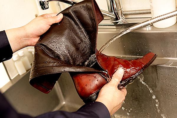 オゾン水で臭いを除去